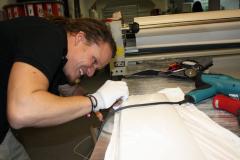 Car Wrapping bei pr-kreativ GmbH: RGB Kabine Front weiss folieren