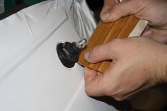 Car Wrapping bei pr-kreativ GmbH: RGB Kabine Front weiss folieren - Detailarbeit