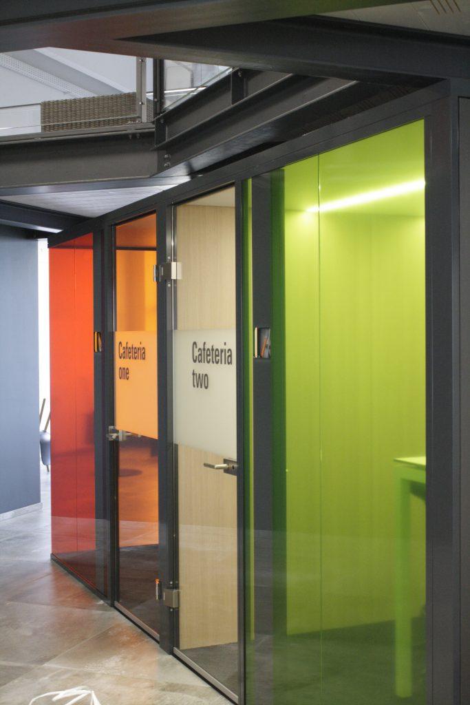 Glasdecor, transparente Farbfolie, Sichtschutz, Farbe, Folienschnitt, Schrift, B&R Automation
